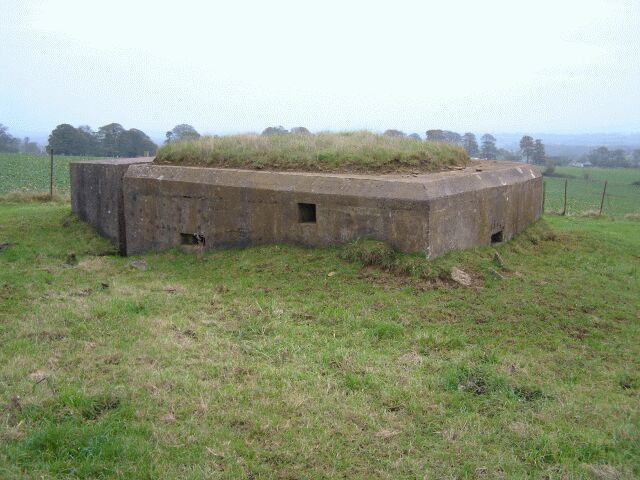 Vickers MMG Emplacement with blast wall @ Ngr ST800656