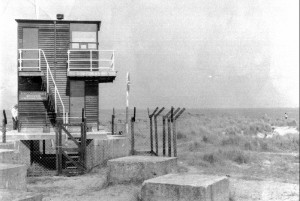 Winterton On Sea, Norfolk Circa 1970/1980. New Coastguard Lookout Erected 1950S/1960S. Note The WWII Anti-Tank Concrete Blocks Erected By May Gurney & Co Ltd, Norwich 1941/42