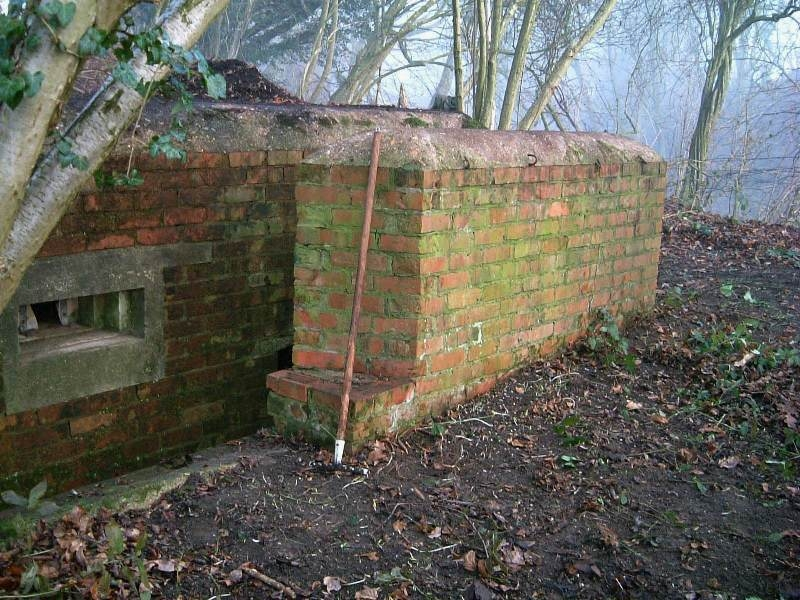 Side blastwall and embrasure